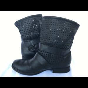 Steve Madden black perforated boot FAVVOR 8